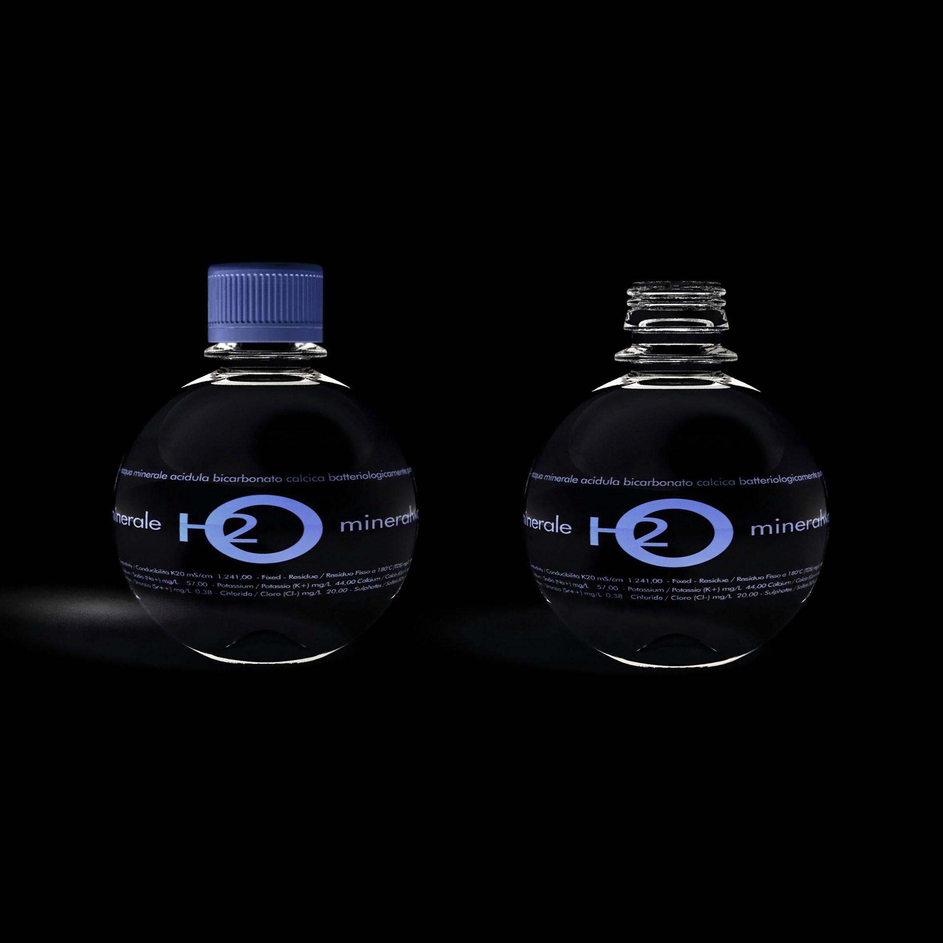 Spherical Bottle in pet per bevande gassate e acqua minerale disegnata da Luca Casini Casini studio Industrial Design